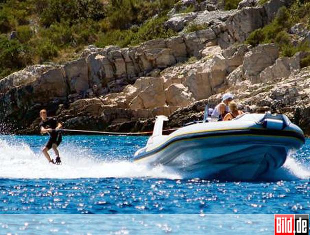 reprodução Bild Vettel rbr wakeboard  (Foto: reprodução Bild)