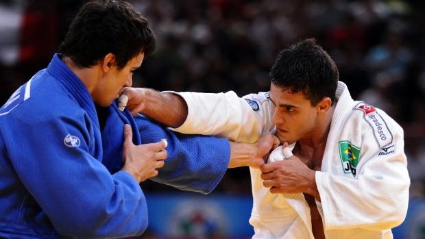 Leandro Guilheiro avança às semifinais do Mundial de Paris