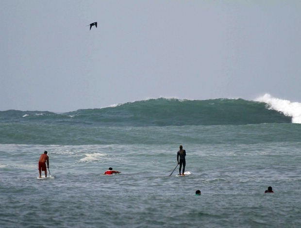 Surfe Caio Vaz ressaca Rio de Janeiro (Foto: Pedro Fortes /Mídia Bacana)