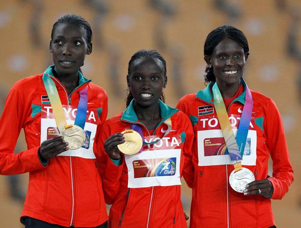 mundial de atletismo - Vivian Cheruiyot no pódio dos 10 mil metros (Foto: Reuters)