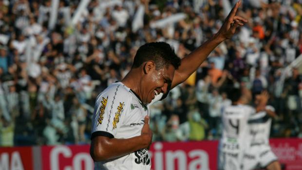 Thiago Humberto na vitória do Ceará sobre o Bahia (Foto: Kid Junior / Agência Diário)