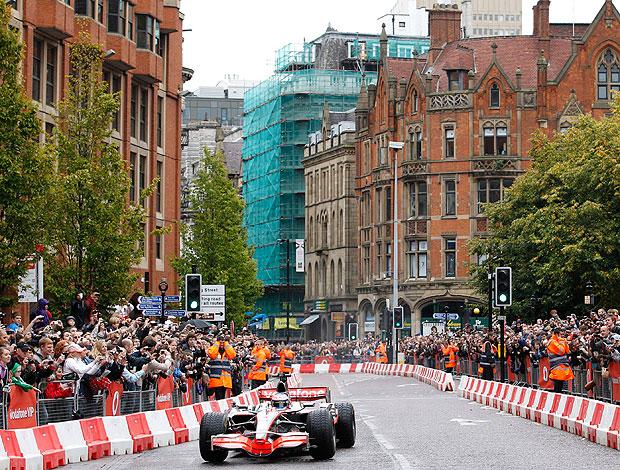 Button durante evento da McLaren em Manchester (Foto: Reuters)