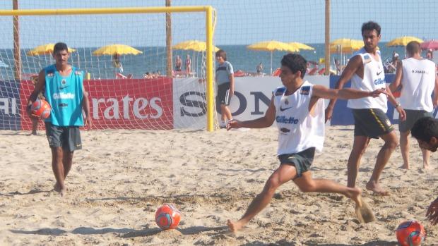 Fred treina nas areias de Ravenna, no litoral norte da Itália (Foto: Samy Vaisman)