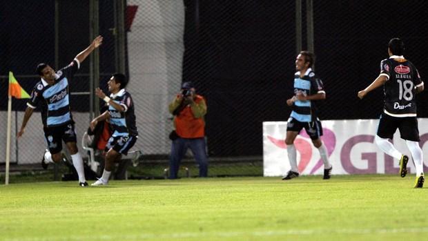 Nacional-PAR 1 x 1 Aurora, Copa Sul-Americana (Foto: EFE)