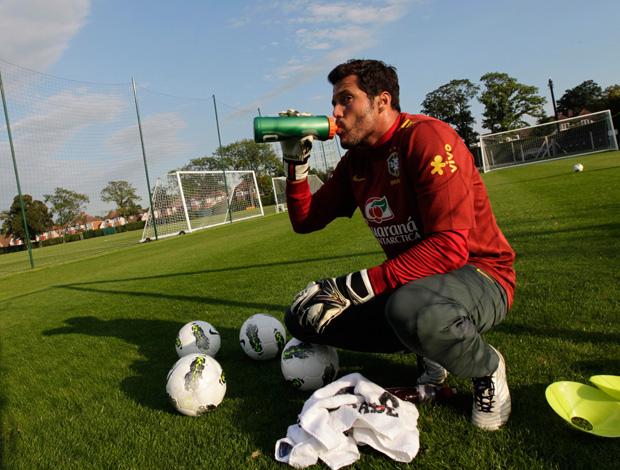 Julio Cesar no treino da Seleção Brasileira (Foto: Mowa Press)