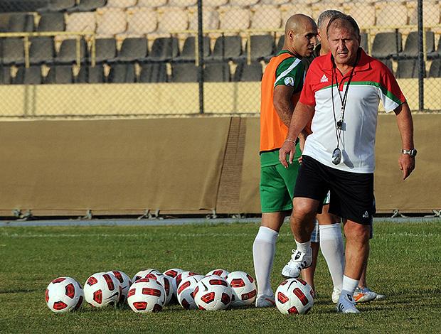 zico iraque treino (Foto: Bruno Machado/Tv Globo)