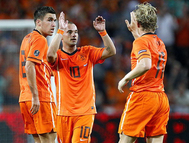 Sneijder comemora gol da Holanda (Foto: AP)