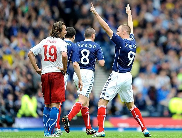 Kenny Miller comemora gol da Escócia contra a Rep. Tcheca (Foto: Reuters)
