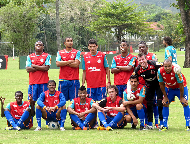 time do Flamengo comemora no treino (Foto: Janir Junior / GLOBOESPORTE.COM)
