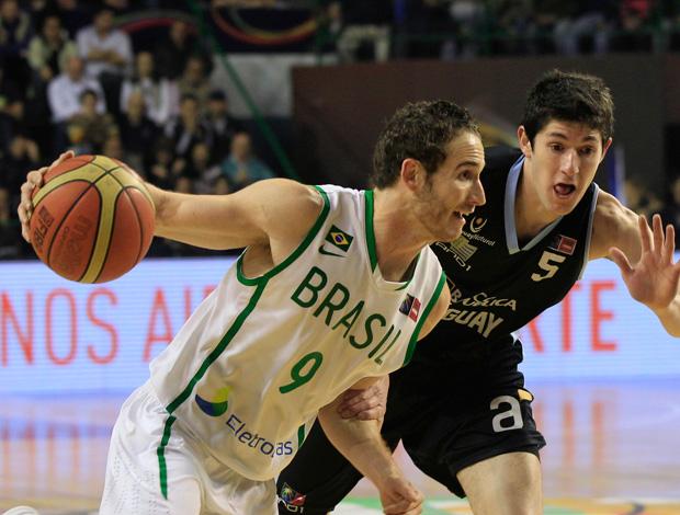 basquete Marcelinho Huertas brasil x uruguai Copa américa (Foto: AP)