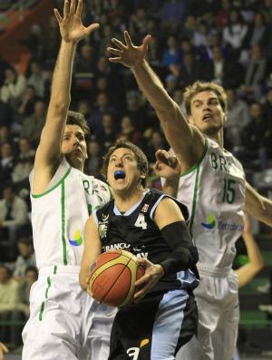 basquete Giovannoni Martinez Splitter Brasil x Uruguai Copa América (Foto: ap)
