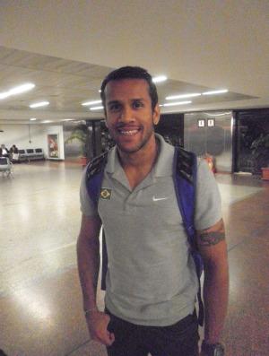 atletismo Bruno Tenório desembarque (Foto: João Gabriel Rodrigues / GLOBOESPORTE.COM)