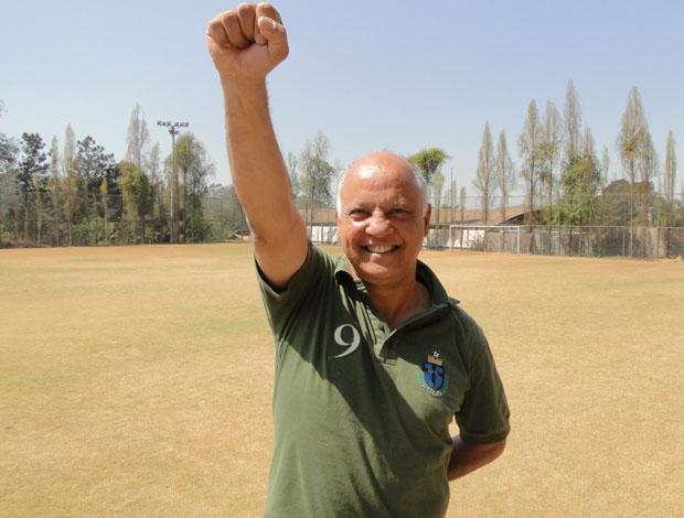 Reinaldo mostra como comemorava os gols (Foto: Ana Paula Moreira / Globoesporte.com)