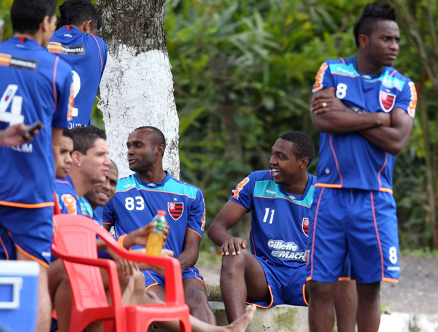 Renato Abreu no treino do Flamengo (Foto: Alexandre Cassiano/Agência O Globo)