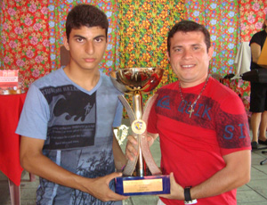 Técnico e capitão do time sub-17 de futsal do Auto Esporte (Foto: Renata Vasconcellos)