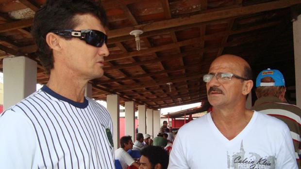 Os homenageados do dia: os ex-jogadores Washington Luís  e Isaías (Foto: Renata Vasconcellos)