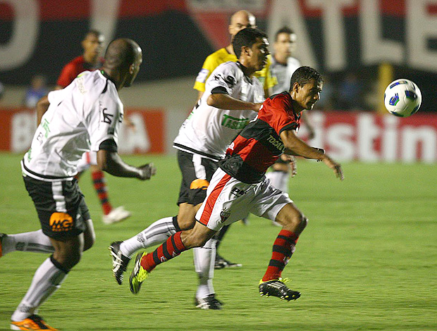 Atlético-GO x Figueirense  (Foto: Renato Conde / O Popular)
