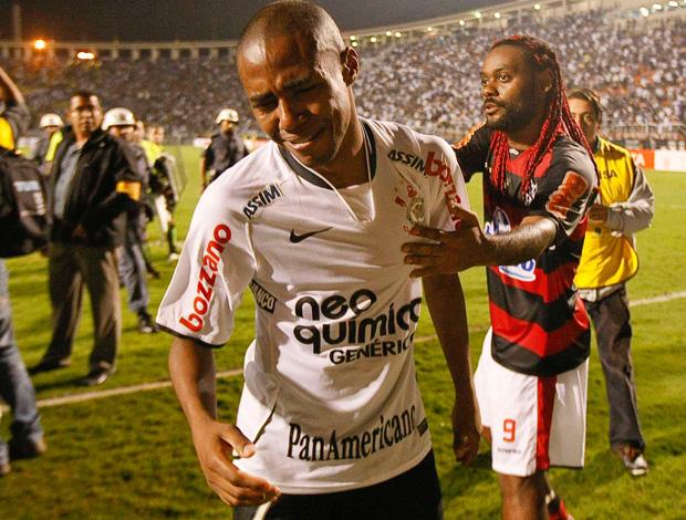 elias corinthians vagner love flamengo libertadores (Foto: Agência Folha Imagem)