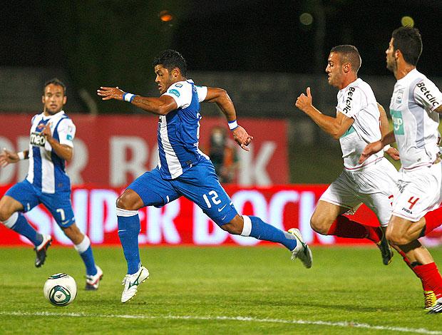 Hulk no jogo do Porto contra o Leiria (Foto: AFP)