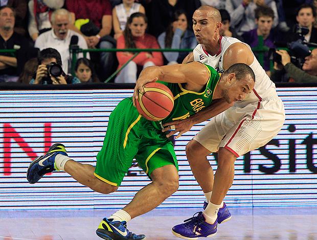 alex arroyo porto rico x brasil basquete (Foto: AP)