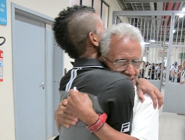 Cidinho com o pai (Foto: Thiago Fernandes / Globoesporte.com)
