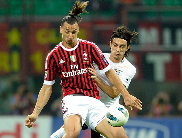 Ibrahimovic na partida do Milan contra o Lazio (Foto: AP)