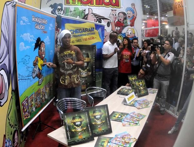 Ronaldinho na Bienal (Foto: André Durão/Globoesporte.com)