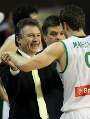 basquete magnano Huertas Brasil x República Dominica (Foto: afp)