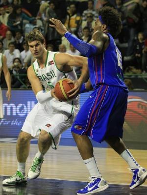 basquete Tiago Splitter Brasil x República Dominica  (Foto: AP)