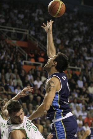 basquete Delfino Splitter Brasil x Argentina Copa América (Foto: reuters)