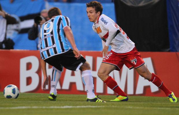 Dagoberto, do São Paulo, em ação contra o Grêmio (Foto: Lucas Uebel/VIPCOMM)