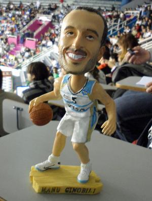 Bonequinho Manu Ginobili Copa América de basquete (Foto: Rodrigo Alves/GLOBOESPORTE.COM)