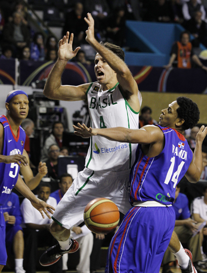 Marcelinho Machado Brasil x Dominicana Copa América de basquete (Foto: EFE)