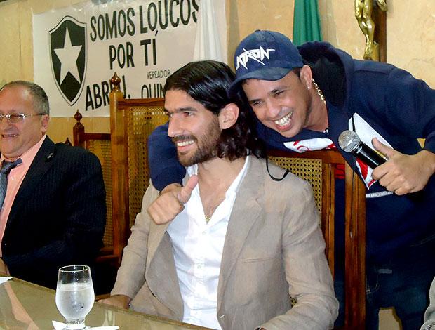 Loco Abreu em Caxias com torcedores (Foto: Marcelo Baltar / Globoesporte.com)