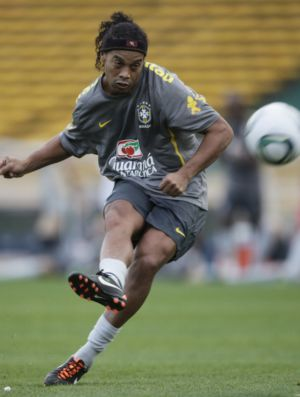 Ronaldinho no treino da Seleção em Córdoba (Foto: Mowa Press)