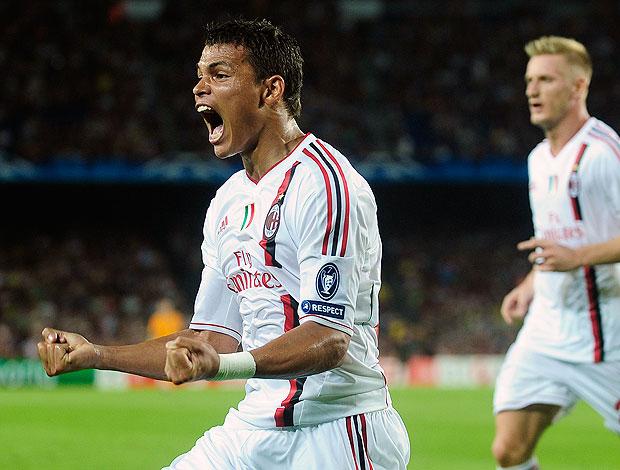 Thiago Silva comemora gol do Milan contra o Barcelona (Foto: AP)