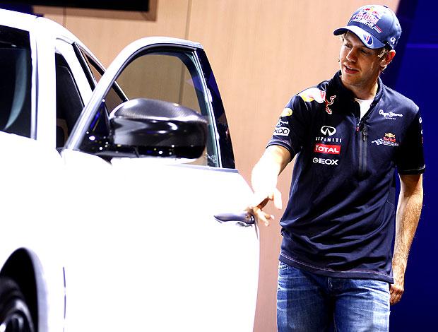 Vettel apresenta carro no salão de Frankfurt (Foto: Reuters)