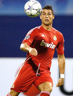 Cristiano Ronaldo no jogo do Real Madrid contra o Dinamo de Zagreb (Foto: Reuters)