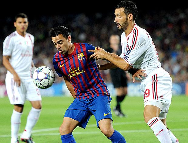 Xavi no jogo do Barcelona contra o Milan (Foto: Getty Images)