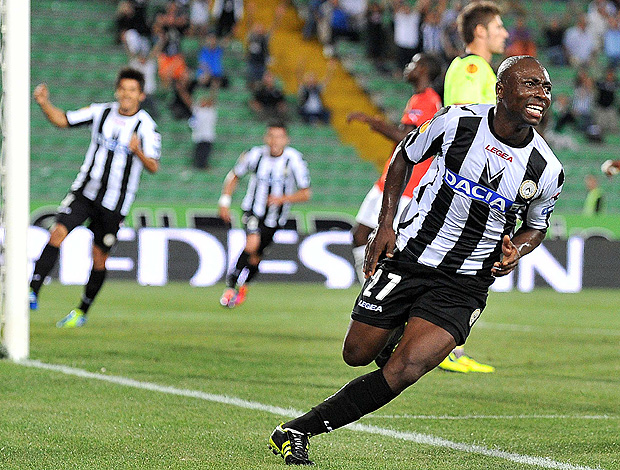 armero udinese x rennes (Foto: AFP)