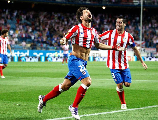 Diego comemora gol do Atlético de Madrid (Foto: AP)