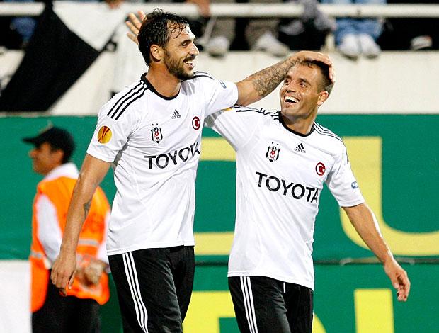 Hugo Almeida comemora gol do Besiktas contra o Maccabi Tel Aviv (Foto: Reuters)