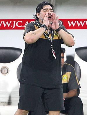 Maradona no jogo do Al Wasl contra o Al Jazira (Foto: EFE)