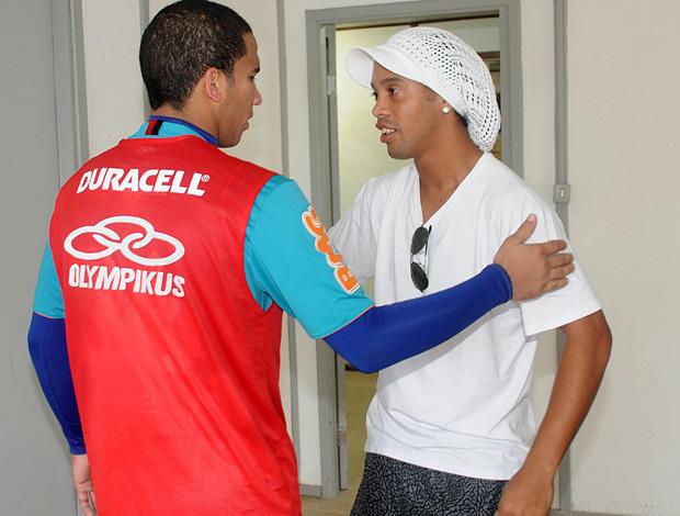 R10 conversa brevemente com o atacante Jael (Foto: Alexandre Vidal/Fla Imagem)