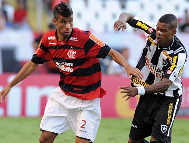 Leo Moura e Maicosuel, Botafogo x Flamengo (Foto: Alexandre Vidal/Fla Imagem)