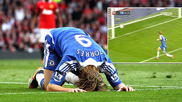 Fernando Torres perde gol (Foto: Reprodução / Mail Online)