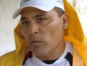 Zinho, técnico do Serra (Foto: Reprodução/TV Gazeta)