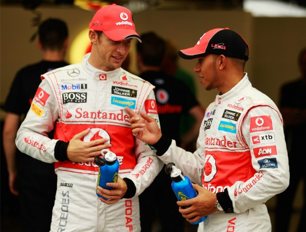 Button e Hamilton em Cingapura (Foto: Getty Images)