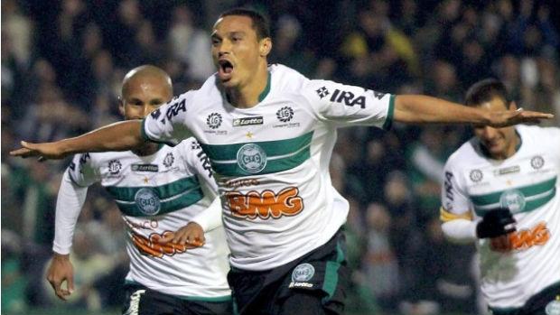 Emerson, do Coritiba, comemora gol (Foto: Divulgação/Coritiba)