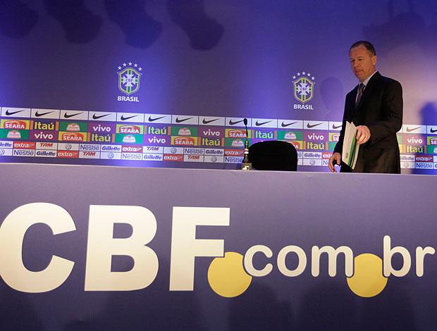 Mano Menezes na convocação da Seleção (Foto: Mowa Press)